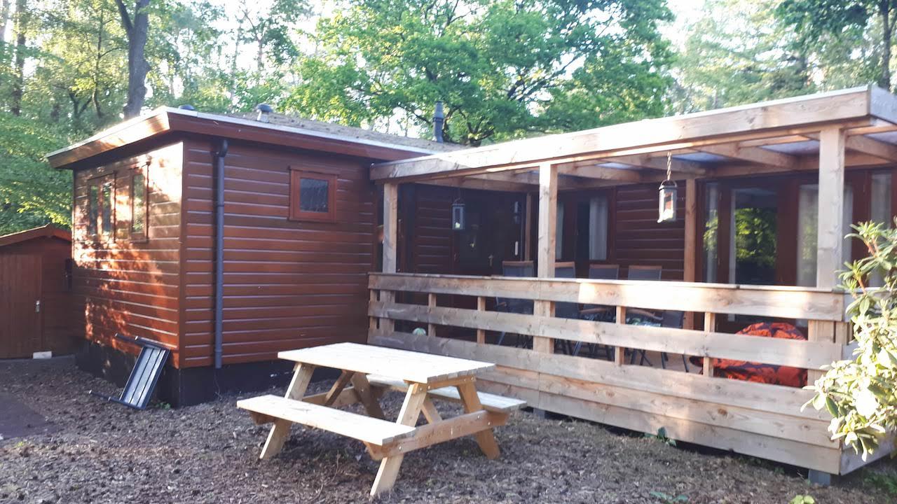 Picknicktafel en veranda